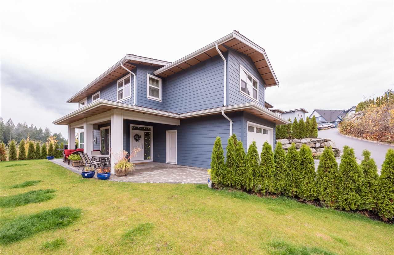 """Main Photo: 40860 THE Crescent in Squamish: University Highlands House for sale in """"University Heights"""" : MLS®# R2120406"""