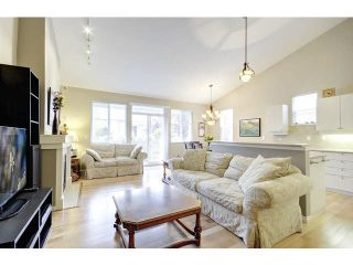 """Photo 5: 48 2588 152ND Street in Surrey: King George Corridor Townhouse for sale in """"Woodgrove"""" (South Surrey White Rock)  : MLS®# F1445170"""