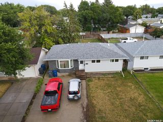 Main Photo: 330 Witney Avenue North in Saskatoon: Mount Royal SA Residential for sale : MLS®# SK867786