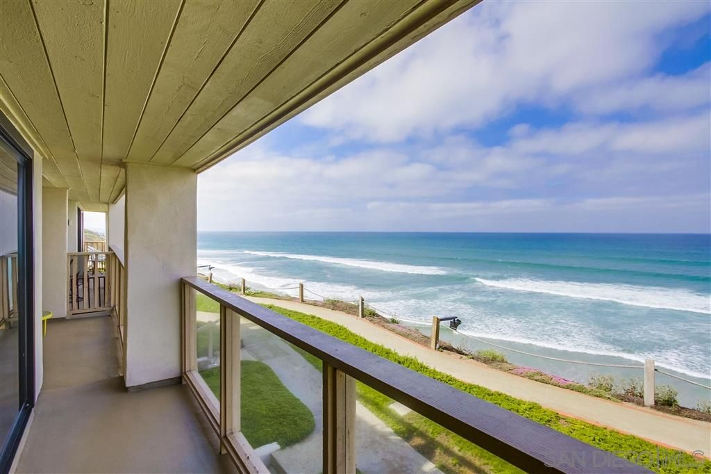 Main Photo: SOLANA BEACH Condo for rent : 2 bedrooms : 515 S Sierra Ave #121