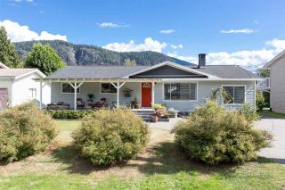 Photo 1: 41828 BIRKEN Road in Squamish: Brackendale House for sale : MLS®# R2128557
