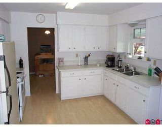 """Photo 2: 13015 LANARK Place in Surrey: Queen Mary Park Surrey House for sale in """"Queen Mary Park"""" : MLS®# F2712268"""