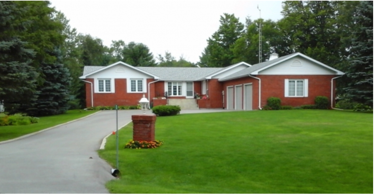Main Photo: 52 Evans Drive in Fenelon Falls: Kawartha Lakes House for sale