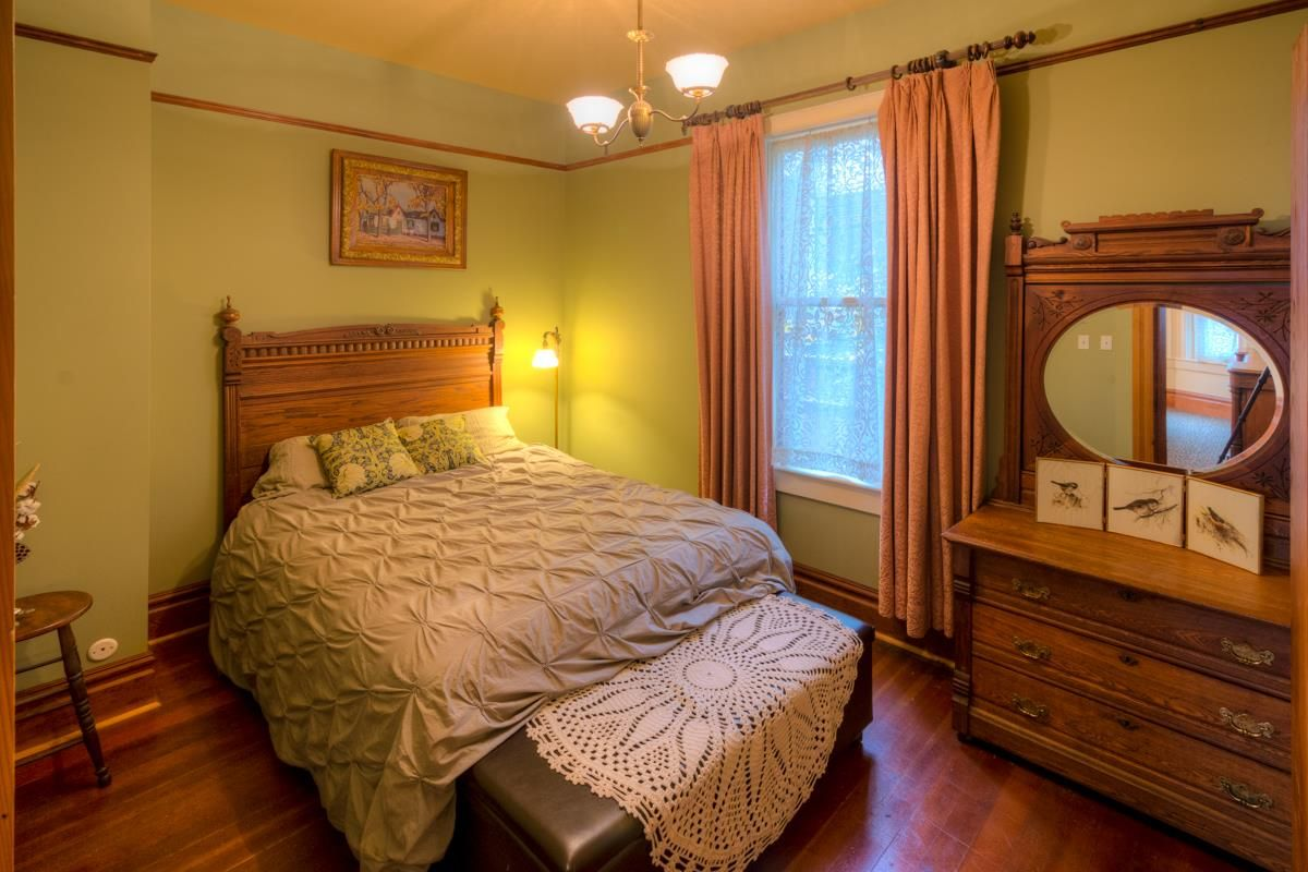 """Photo 13: Photos: 214 FOURTH Avenue in New Westminster: Queens Park House for sale in """"QUEENS PARK"""" : MLS®# R2136258"""