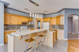 Photo 8: 132 Cresthaven Place SW in Calgary: Crestmont Detached for sale : MLS®# A1121487