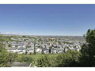Photo 3: 147 EDGEBROOK Circle NW in Calgary: 2 Storey for sale : MLS®# C3575190