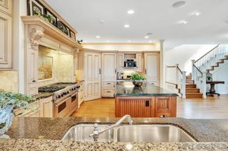 Photo 11: LA JOLLA House for sale : 4 bedrooms : 5735 Dolphin Pl