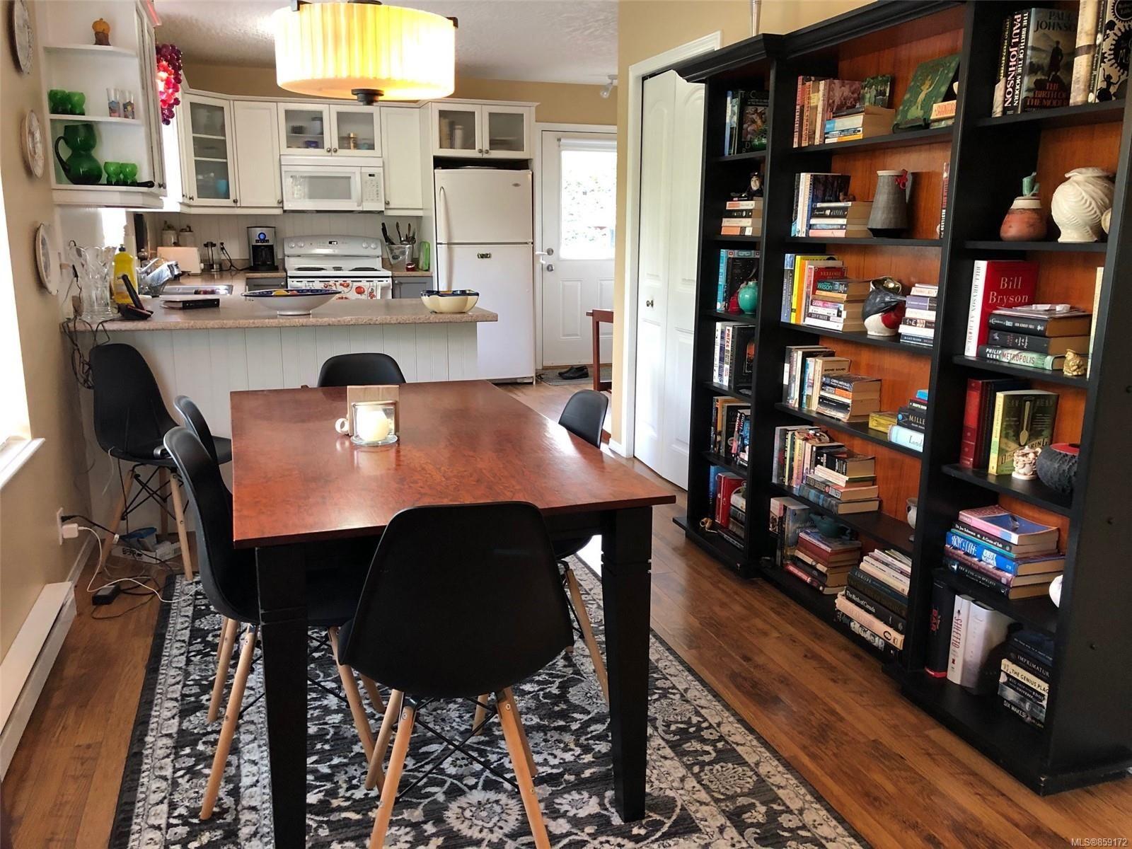 Photo 4: Photos: 1723 Karen's Crt in : PQ Qualicum North House for sale (Parksville/Qualicum)  : MLS®# 859172