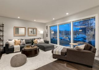 Photo 6: 563 Woodpark Crescent SW in Calgary: Woodlands Detached for sale : MLS®# A1095098