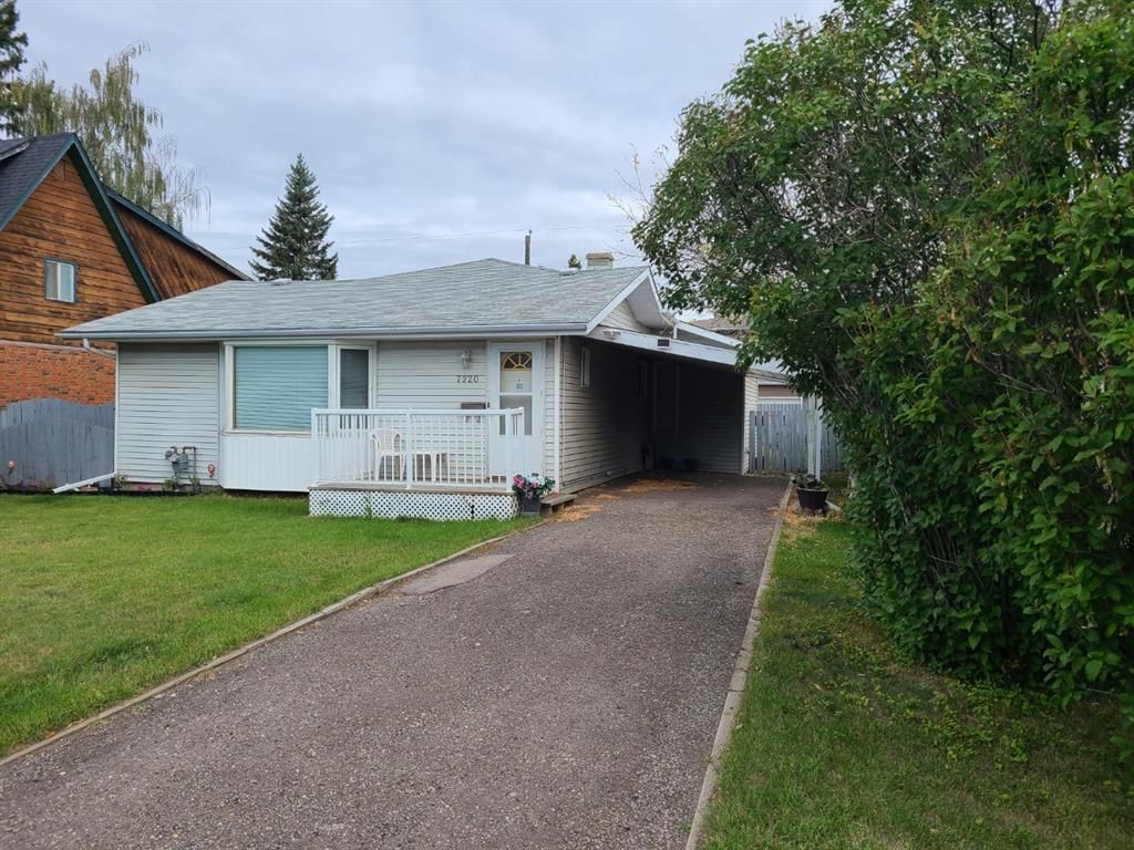 Main Photo: 7920 46 Avenue NW in Calgary: Bowness Detached for sale : MLS®# A1146103