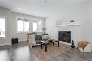 Photo 3: A 33365 5TH Avenue in Mission: Mission BC 1/2 Duplex for sale : MLS®# R2430022