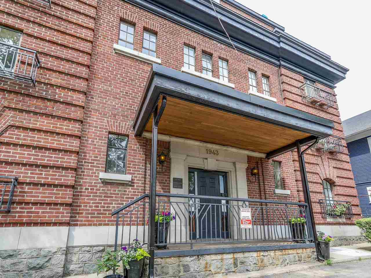 """Main Photo: 101 1943 E 1ST Avenue in Vancouver: Grandview VE Condo for sale in """"THE VAULT"""" (Vancouver East)  : MLS®# R2075502"""