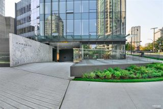 """Photo 2: 2001 620 CARDERO Street in Vancouver: Coal Harbour Condo for sale in """"Cardero"""" (Vancouver West)  : MLS®# R2563409"""