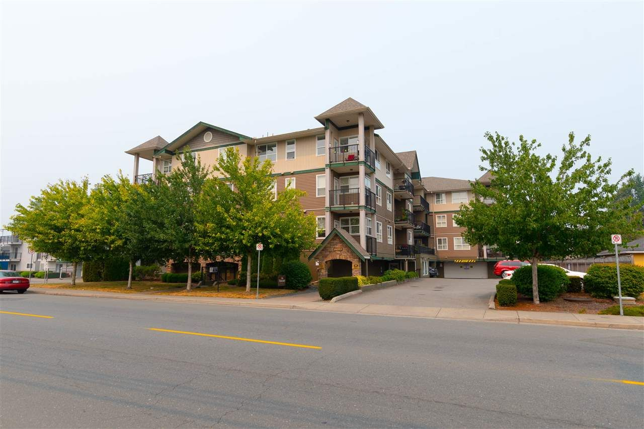 """Main Photo: 203 46053 CHILLIWACK CENTRAL Road in Chilliwack: Chilliwack E Young-Yale Condo for sale in """"THE TUSCANY"""" : MLS®# R2341453"""