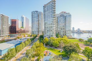 """Photo 10: 805 980 COOPERAGE Way in Vancouver: Yaletown Condo for sale in """"COOPERS POINTE by Concord Pacific"""" (Vancouver West)  : MLS®# R2614161"""