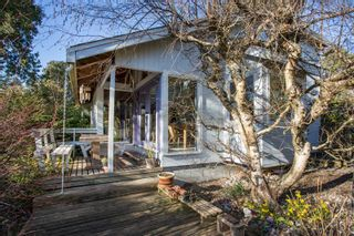 Photo 1: 2642 MCBRIDE Avenue in Surrey: Crescent Bch Ocean Pk. House for sale (South Surrey White Rock)  : MLS®# R2350175