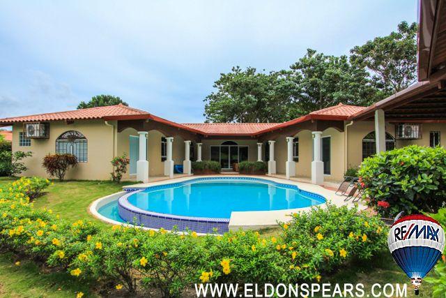 Beautiful home for sale in Coronado - Backyard pool view
