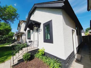 Photo 3: 621 Agnes Street in Winnipeg: West End Residential for sale (5A)  : MLS®# 202112301