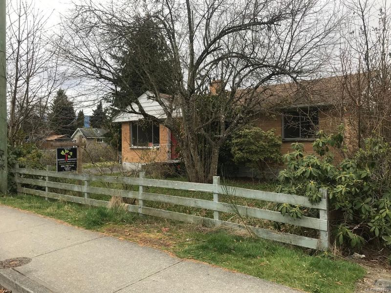 FEATURED LISTING: 5854 Howard Ave DUNCAN