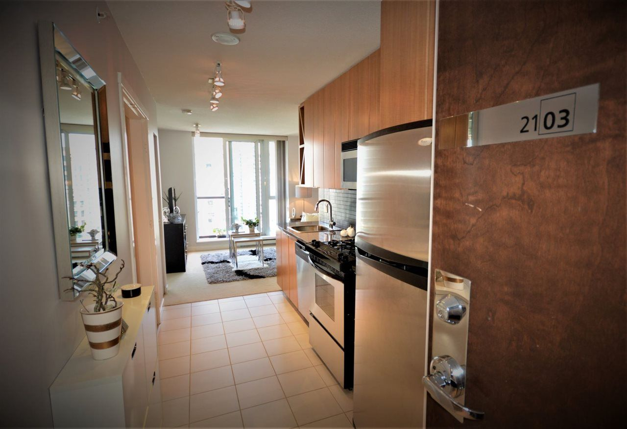 """Main Photo: 2103 1010 RICHARDS Street in Vancouver: Yaletown Condo for sale in """"THE GALLERY"""" (Vancouver West)  : MLS®# R2459570"""