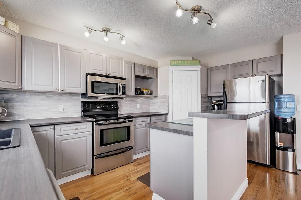 Photo 8: Photos: 32 INVERNESS Boulevard SE in Calgary: McKenzie Towne House for sale : MLS®# C4175544