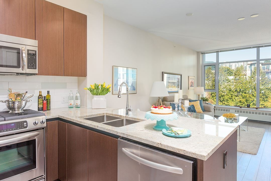 """Main Photo: 512 135 W 2ND Street in North Vancouver: Lower Lonsdale Condo for sale in """"CAPSTONE"""" : MLS®# R2212509"""