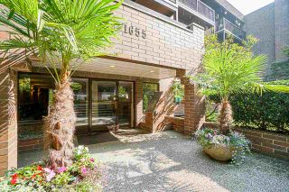 """Photo 2: 410 1655 NELSON Street in Vancouver: West End VW Condo for sale in """"Hampstead Manor"""" (Vancouver West)  : MLS®# R2513219"""