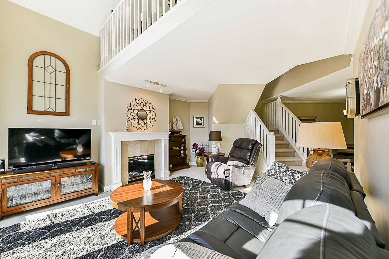 Photo 10: Photos: 213 25 RICHMOND STREET in New Westminster: Fraserview NW Condo for sale : MLS®# R2357441