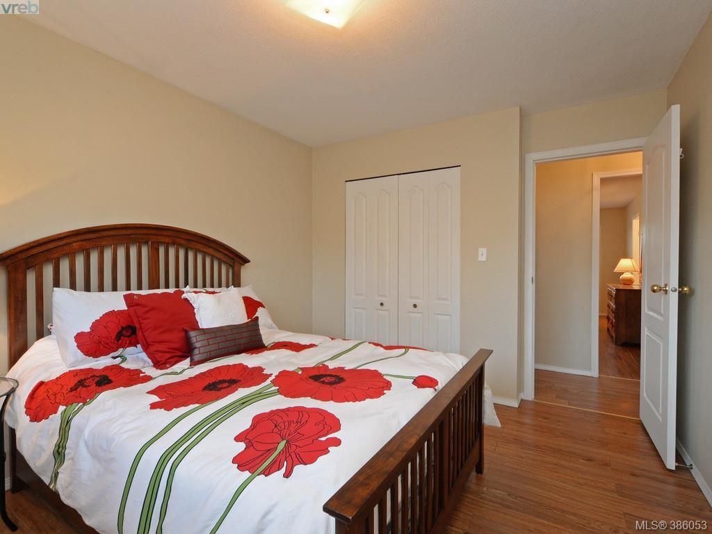 Photo 15: Photos: 11 Quincy St in VICTORIA: VR Hospital House for sale (View Royal)  : MLS®# 775790