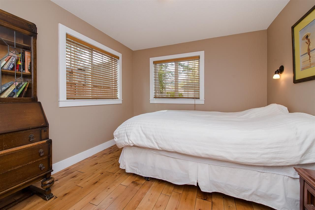 "Photo 31: Photos: 416 MAPLE Street: Cultus Lake House for sale in ""Cultus lake Park"" : MLS®# R2493541"