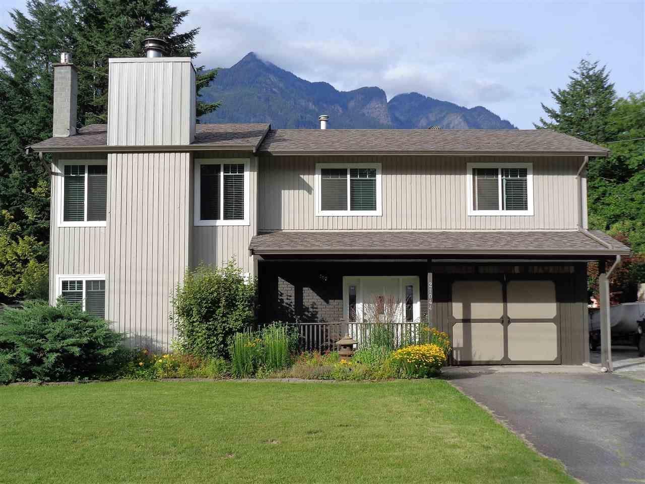 Main Photo: 21044 RIVERVIEW Drive in Hope: Hope Kawkawa Lake House for sale : MLS®# R2474466