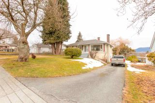 """Photo 3: 4635 BOND Street in Burnaby: Forest Glen BS House for sale in """"Forest Glen Area"""" (Burnaby South)  : MLS®# R2346683"""