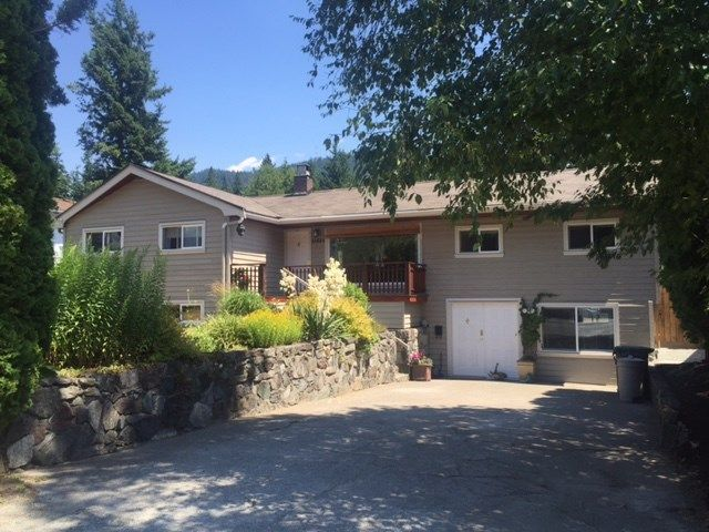 Main Photo: 41884 HOPE Road in Squamish: Brackendale House for sale : MLS®# V1132127