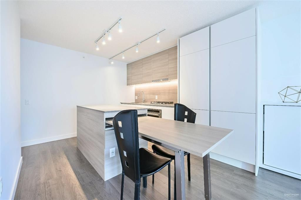 Photo 3: Photos: 2406 - 908 Quayside Drive in New Westminster: Quay Condo for sale