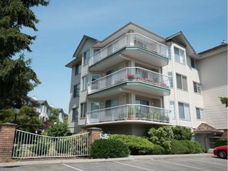 """Photo 2: 202 5363 206 Street in Langley: Langley City Condo for sale in """"Park Estates II"""" : MLS®# R2188125"""