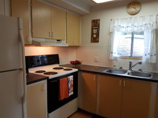 """Photo 4: 3 3031 200 Street in Langley: Brookswood Langley Manufactured Home for sale in """"Cedar Creek Estates"""" : MLS®# R2123592"""