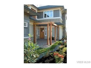Photo 2: 564 Caselton Pl in VICTORIA: SW Royal Oak Row/Townhouse for sale (Saanich West)  : MLS®# 336824