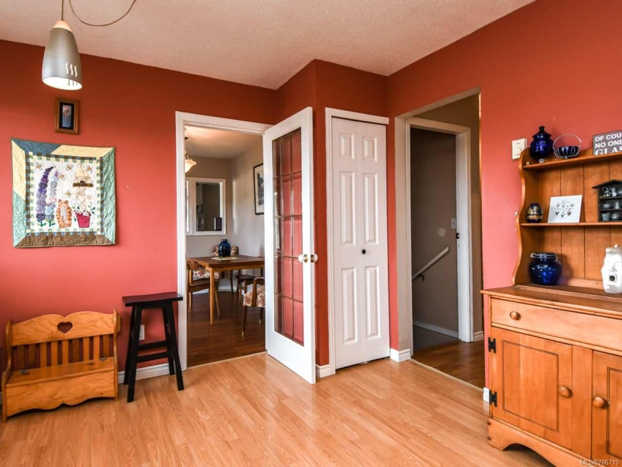 Photo 9: Photos: 1234 Denis Rd in CAMPBELL RIVER: CR Campbell River Central House for sale (Campbell River)  : MLS®# 786719