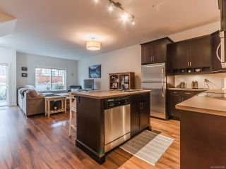 Photo 3: 804 1675 Crescent View Dr in NANAIMO: Na Central Nanaimo Row/Townhouse for sale (Nanaimo)  : MLS®# 830986