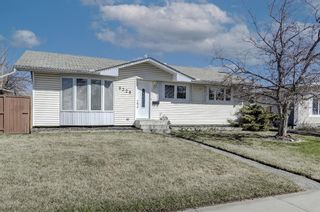 Photo 2: 9320 Almond Crescent SE in Calgary: Acadia Detached for sale : MLS®# A1096024
