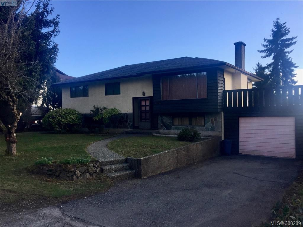 Main Photo: 1111 Stellys Cross Rd in BRENTWOOD BAY: CS Brentwood Bay House for sale (Central Saanich)  : MLS®# 780291