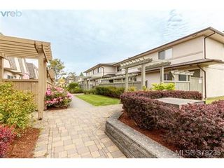 Photo 2: 55 4061 Larchwood Dr in VICTORIA: SE Lambrick Park Row/Townhouse for sale (Saanich East)  : MLS®# 759475
