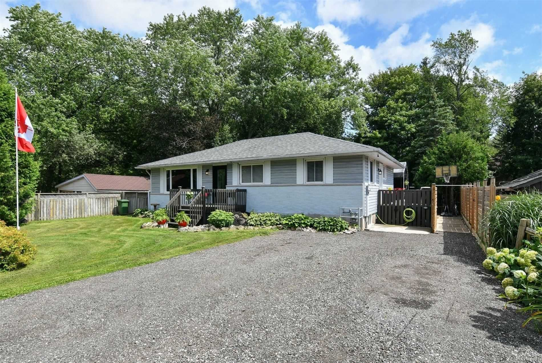 Main Photo: 61 E William Street in Caledon: Rural Caledon House (Bungalow) for sale : MLS®# W5342914