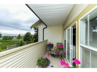 """Photo 2: 13 18707 65 Avenue in Surrey: Cloverdale BC Townhouse for sale in """"THE LEGENDS"""" (Cloverdale)  : MLS®# R2087422"""