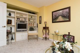 """Photo 11: 812 15111 RUSSELL Avenue: White Rock Condo for sale in """"PACIFIC TERRACE"""" (South Surrey White Rock)  : MLS®# R2118145"""