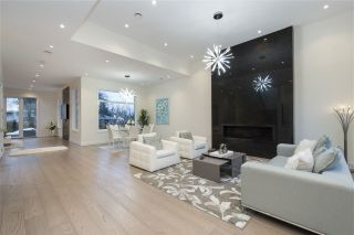 Photo 3: 527 W KINGS Road in North Vancouver: Upper Lonsdale House for sale : MLS®# R2526820