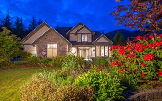 Photo 1: 1047 UPLANDS Drive: Anmore House for sale (Port Moody)  : MLS®# R2587063