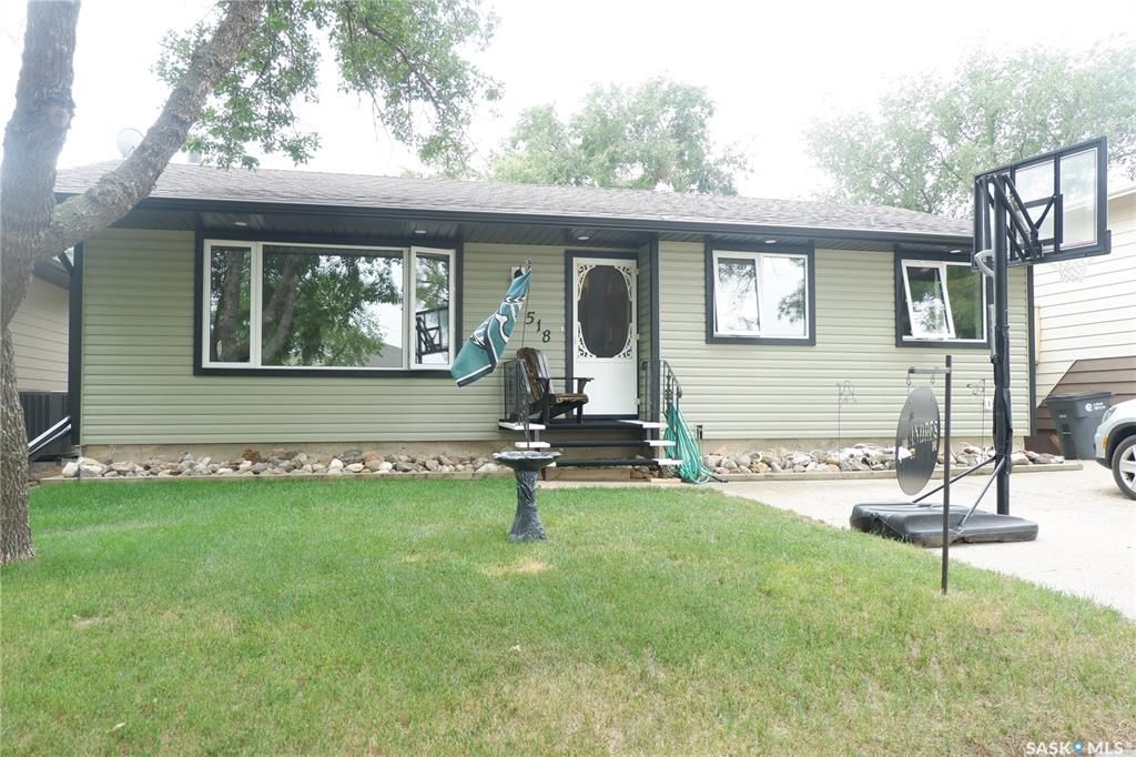 Main Photo: 518 6th Avenue East in Assiniboia: Residential for sale : MLS®# SK864739