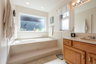 Photo 19: 631 Cambridge Dr in Campbell River: CR Willow Point House for sale : MLS®# 886798