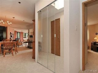 Photo 18: 414 1560 Hillside Ave in VICTORIA: Vi Oaklands Condo for sale (Victoria)  : MLS®# 620343